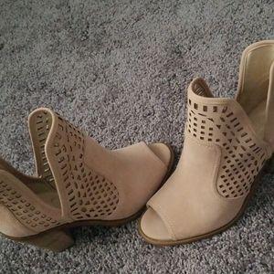 Brand new Jessica Simpson Cherrell Bootie-Size 9